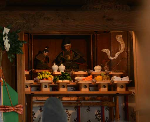 楠神社に祀られている楠木正成父子像